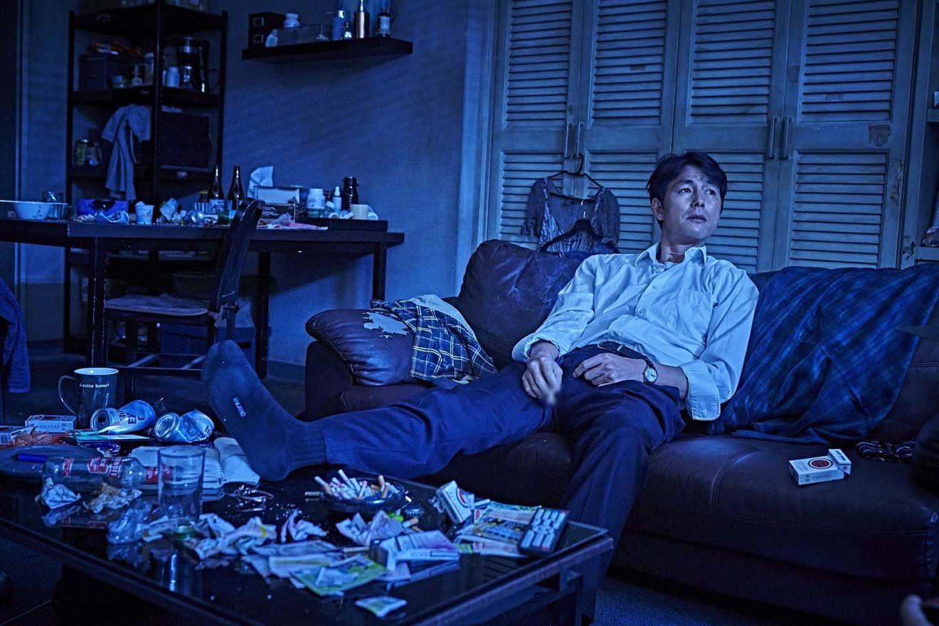 "Review: ""Beasts Clawing At Straws"" Stars Jung Woo-sung In A Taut Tale of  Chasing Money 