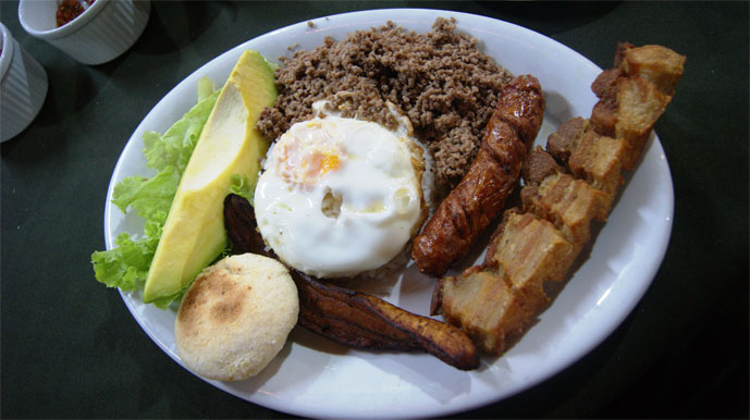 Bandeja Paisa (Picture from Wikimedia Commons)